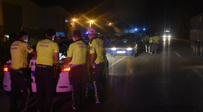 """Adana polisin """"Dur"""" ihtarına uymayan sürücü kovalamaca sonucu yakalandı"""