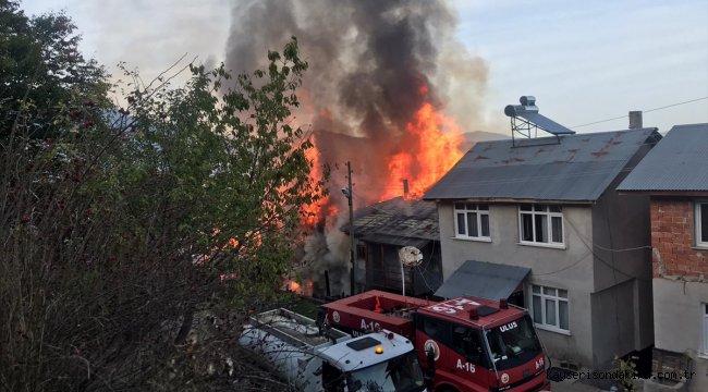Bartın'da çıkan yangında 3 ahşap ev kullanılamaz hale geldi
