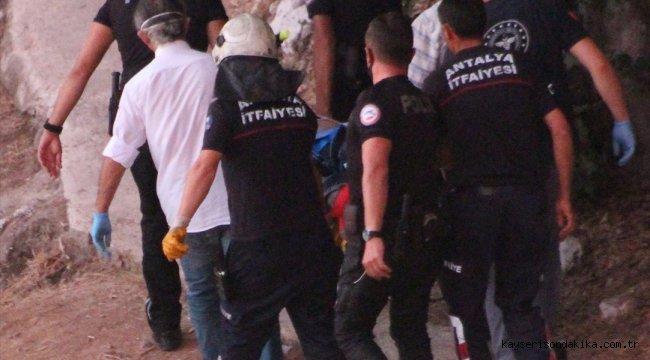 bekliyor-Antalya'da falezlerden düşen kişi ağır yaralandı