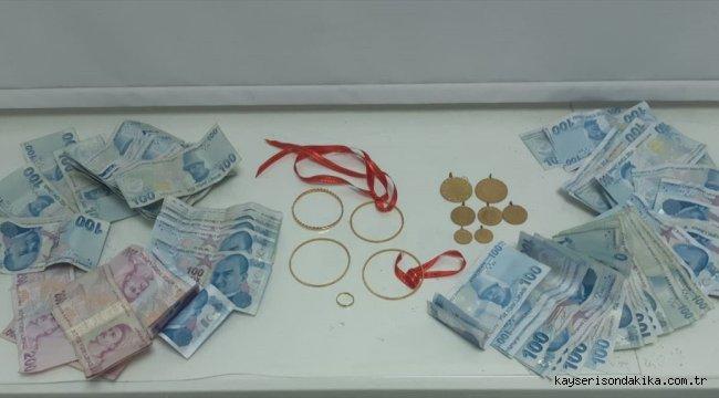 Denizli'de bir emekliyi 25 bin lira dolandıran 2 şüpheli otobüste yakalandı