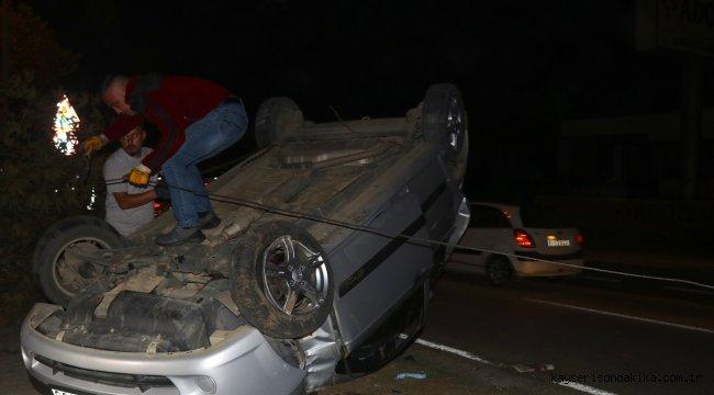Düzce'de ağaca çarparak devrilen otomobildeki 3 kişi yaralandı