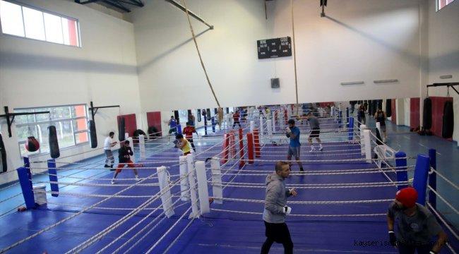 Erkek Boks Milli Takımı olimpiyat kotalarına hazırlıklarını sürdürüyor