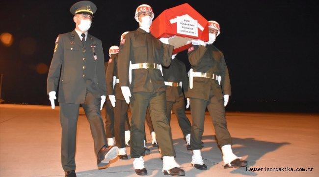 Hatay'da şehit olan sözleşmeli er Volkan Soy'un cenazesi Kars'a getirildi