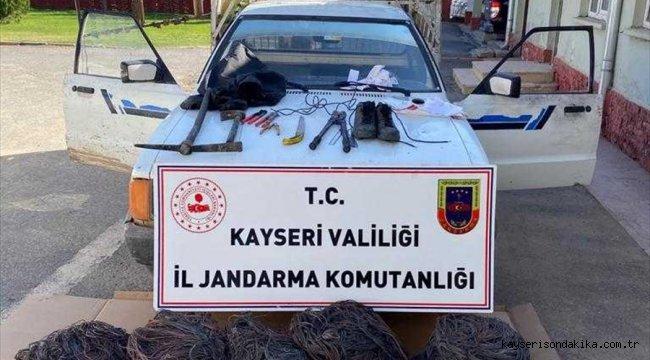 İçinde bulunduğu aracın çamura saplanması sonucu yakalanan hırsızlık şüphelisi tutuklandı
