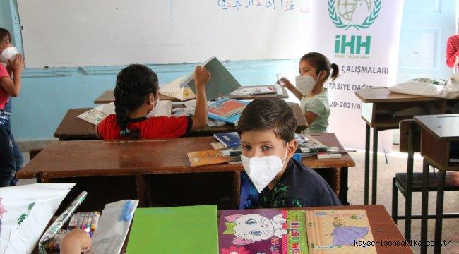 İHH'den Afrin'deki 2 bin 500 öğrenciye kırtasiye desteği