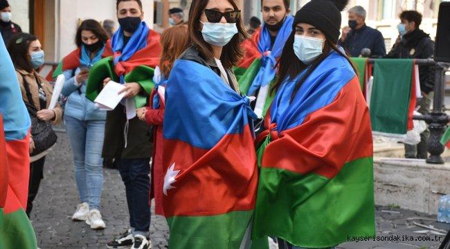 İtalya'daki Azerbaycan Türkleri, Ermenistan'ın Azerbaycan'daki sivillere yönelik saldırısını protesto etti