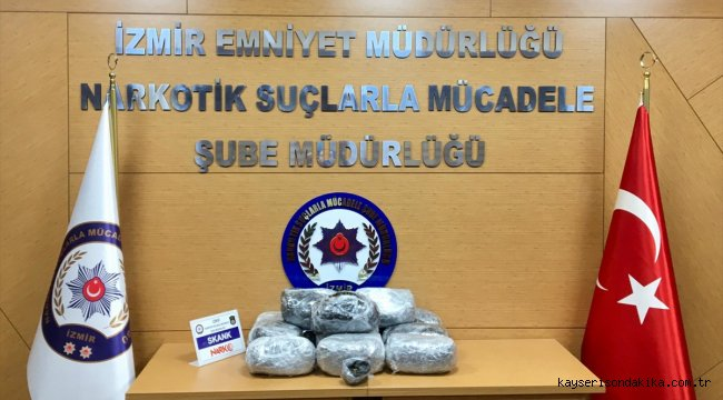 İzmir'de 12 kilo uyuşturucunun ele geçirildiği operasyonda 5 kişi yakalandı