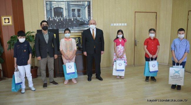 Kahramanmaraş'ta TÜGVA'nın düzenlediği online yaz okulunda başarılı öğrenciler ödüllendirildi