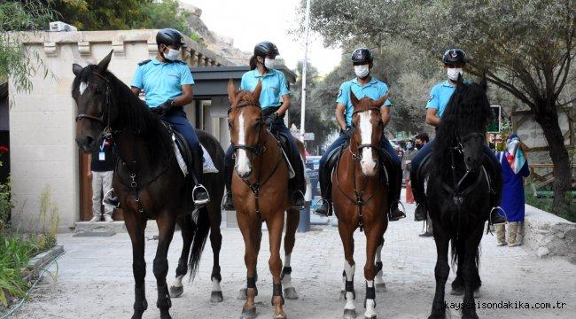 """""""Kapadokya'nın İncisi"""" Ihlara Vadisi'nde atlı birlikler turistlerden yoğun ilgi görüyor"""