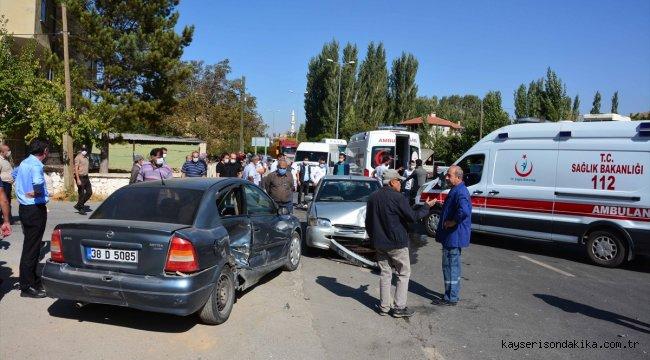 Kayseri'de iki otomobil çarpıştı: 6 yaralı