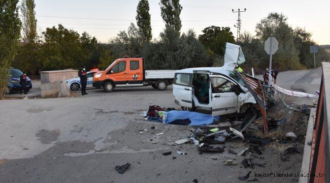 Kırıkkale'de hafif ticari araç devrildi: 1 ölü, 2 yaralı