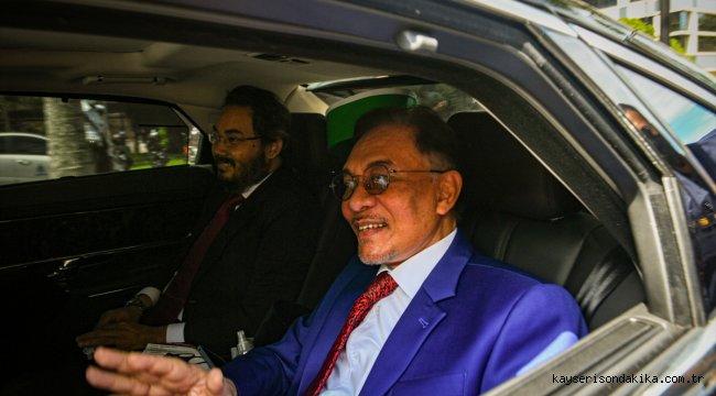 Malezya'da muhalefet lideri Enver, hükümet kurma girişimi için Kral ile görüştü
