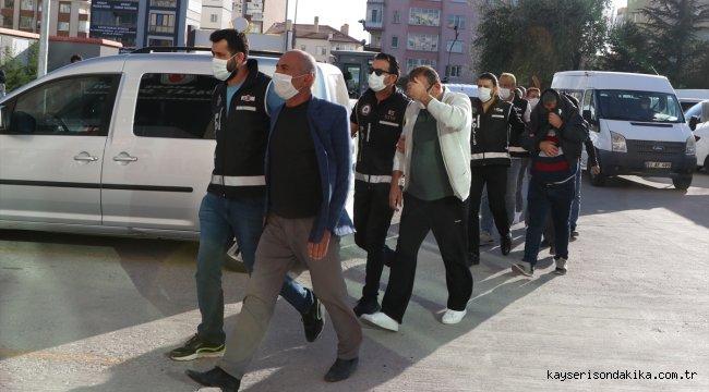 """Niğde'de """"tefeci"""" operasyonunda gözaltına alınan 7 şüpheli adliyede"""