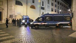 Roma'da aşırı sağcıların salgın tedbirlerine yönelik protestosuna polis müdahale etti