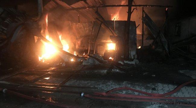 Sakarya'da anız yangınının sıçradığı ev ve otomobilde hasar oluştu