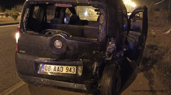 Samsun'da hafif ticari araç ile otomobil çarpıştı: 3 yaralı