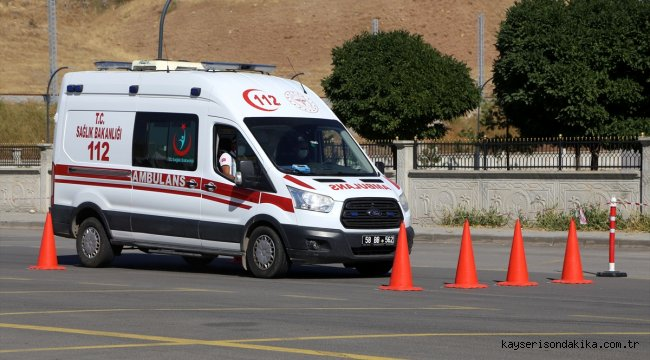 Sivas'ta sağlıkçılar ambulans şoförü olmak için zorlu parkurlarda ter döktü