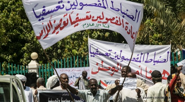Sudan'da Beşir döneminde ordu ve emniyetten ihraç edilenler işe iadelerini istedi