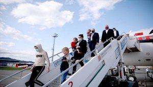 Suriye'daki kamplarda kalan Arnavut kadın ve çocuklar ülkelerine döndü