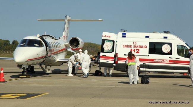 Yıllık izne gittiği ülkesi Afganistan'da Kovid-19'a yakalanan doktor, ambulans uçakla Türkiye'ye getirildi