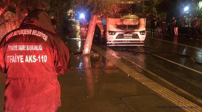 İzmir'de kamyon yanarak kullanılamaz hale geldi