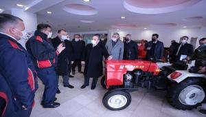 Bakan Varank, Sakarya'da traktör fabrikasını ziyaret etti