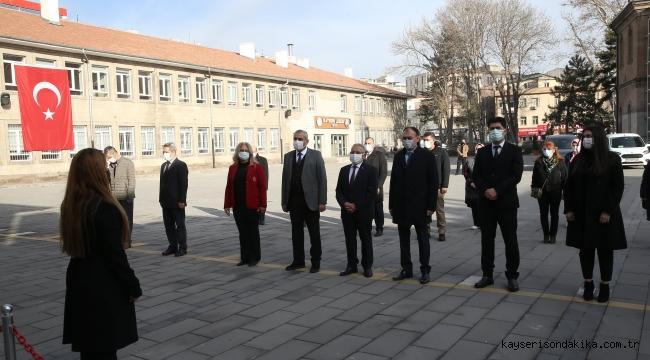 Kayseri Lisesi'sinde Bayrak Töreni yapıldı, İstiklal Marşı okundu