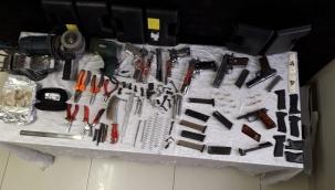 Kayseri Son Dakika: Bodrum katta kurusıkı silahların namlusunu açarak piyasaya süren 2 kişi yakalandı