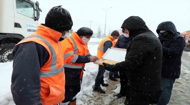 Kocaeli'nde karla mücadele çalışmaları sürüyor