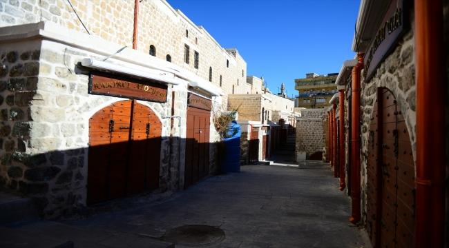 Mardin'in tarihi çarşıları sokağa çıkma kısıtlamasında sessizliğe büründü