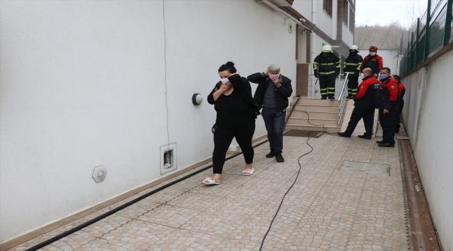 Düzce'de evde çıkan yangında 3 kişi dumandan etkilendi