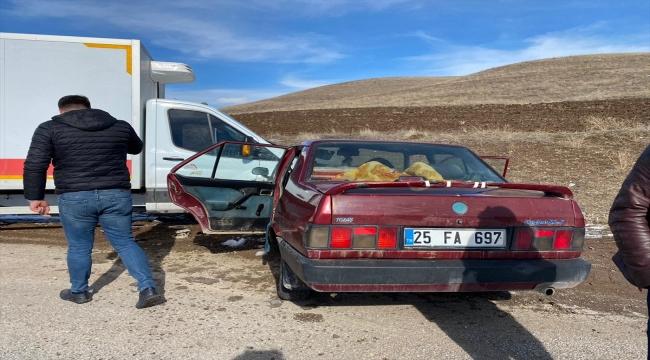 Erzincan'da kamyon otomobille çarpıştı: 6 yaralı