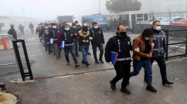 """Gaziantep'te """"oto yedek parça"""" satışı bahanesiyle dolandırıcılık yaptığı iddiasıyla 14 şüpheli yakalandı"""