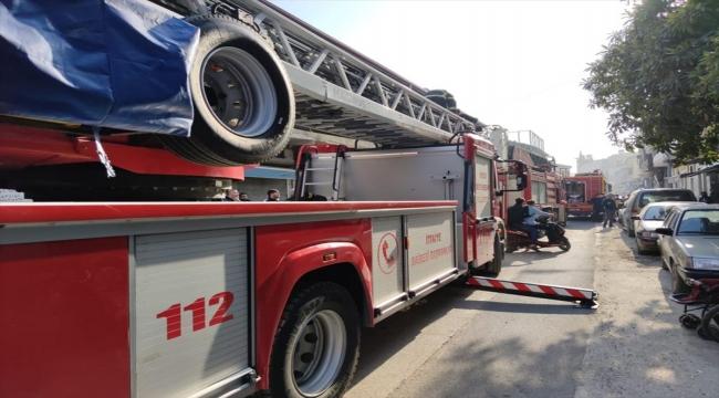 Hatay'da çıkan yangında evde mahsur kalan 9 kişilik aileyi itfaiye kurtardı