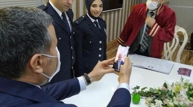 İçişleri Bakanı Soylu, Düzce'deki polis çiftin nikahına görüntülü bağlandı