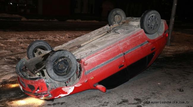 Kayseri'de alkollü sürücü direğe çarptı