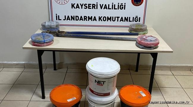 Kayseri'de Jandarma hırsızlık yapan 5 kişiyi yakaladı