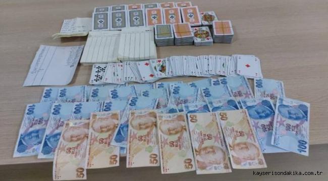 Kayseri'de kısıtlamaya uymayıp, kumar oynayan 7 kişiye 29 bin 400 lira ceza