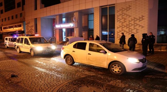 Polisten kaçmaya çalışan ehliyetsiz sürücü ile 3 kişi kovalamaca sonucu yakalandı