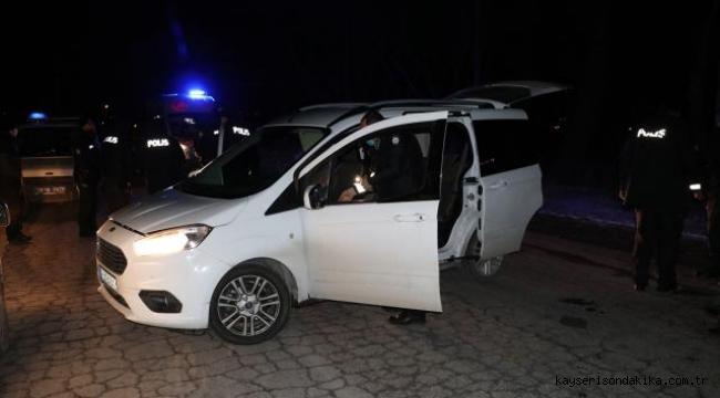 Kayseri'de polisten kaçan şüpheli yakalanınca taşıdığı uyuşturucuyu yuttu