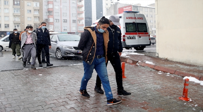 Kayseri'de terör örgütü DEAŞ üyesi 4 zanlı adliyeye sevk edildi