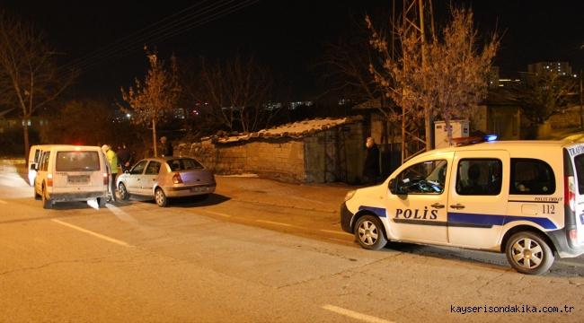 Talas'ta polisten kaçmaya çalışan 3 kişi kovalamaca sonucu yakalandı