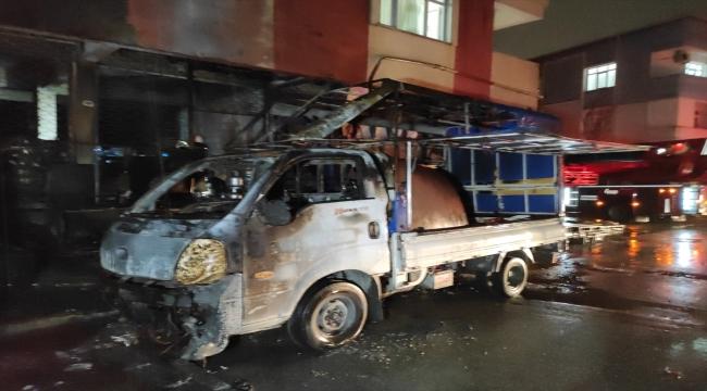 Tuzla'da doğal gaz kutusundaki patlama sonucu iki araç ve bir binada hasar oluştu