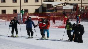 Erciyes'te Geleneksel Dağ Kayağı ve Zirve Tırmanışı yapıldı