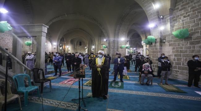 Gazze Şeridi'nde, Kovid-19 tedbirleri altında ilk teravih namazı kılındı