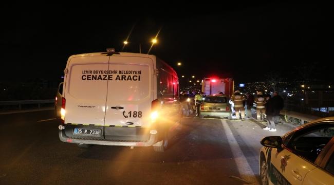 İzmir'de otomobil tıra çarptı: 1 ölü, 1 yaralı