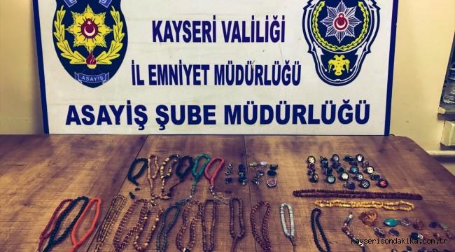 Kayseri'de 65 bin lira değerinde gümüş takı ve tespih çaldığı iddia edilen zanlı yakalandı
