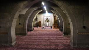 """Kayseri'de """"Enderun Usulü"""" teravih kılınan asırlık tarihi camilerinde """"pandemi"""" sessizliği"""
