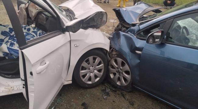 Antalya'da iki otomobil çarpıştı: 1 ölü, 4 yaralı