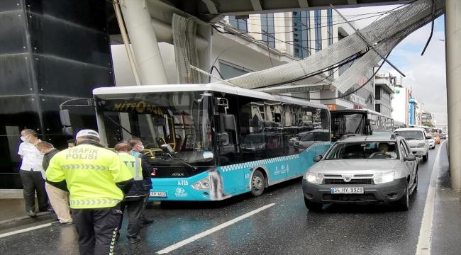 Avcılar'da üst geçidin altındaki elektrik kabloları halk otobüsünün üstüne devrildi